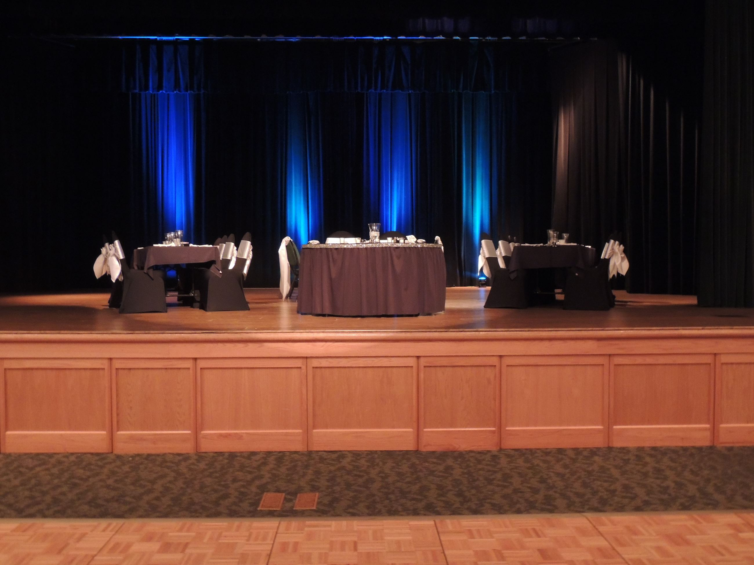 Black & White Head tables on stage