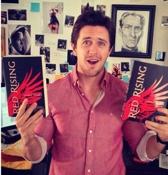 Pierce Brown holding REd Rising